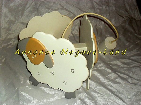lampe plafond en bois pour enfant moutons blancs negoce land com. Black Bedroom Furniture Sets. Home Design Ideas
