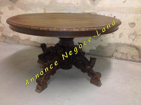 table ancienne ovale en ch ne avec pieds sculpt s main annonce negoce land toulouse 31000. Black Bedroom Furniture Sets. Home Design Ideas